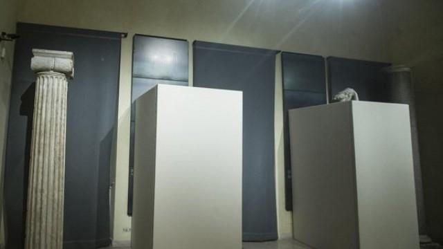 В Италия покриха статуи на голи тела заради иранския президент