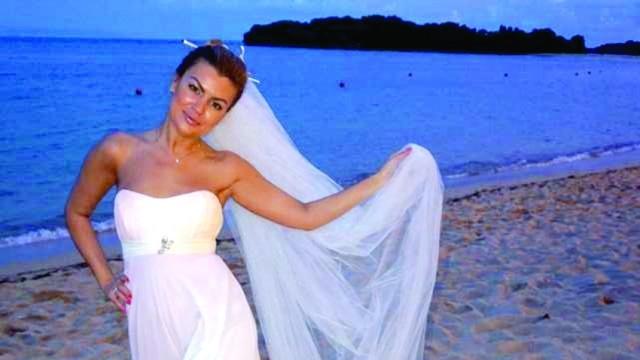 На вниманието на жълтите вестници!: Първолета пак стана булка, този път на остров Бали