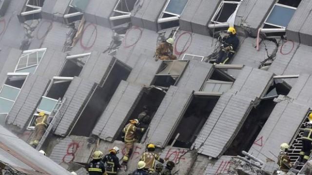 Тайван: 221 души извадени от двата най-разрушени блока /Снимки/