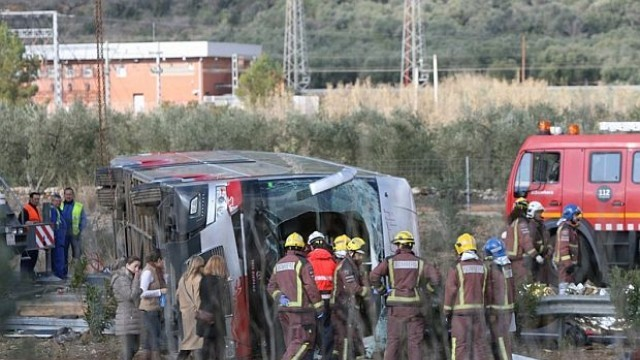 Автобус със студенти катастрофира в Испания, 14 души загинаха