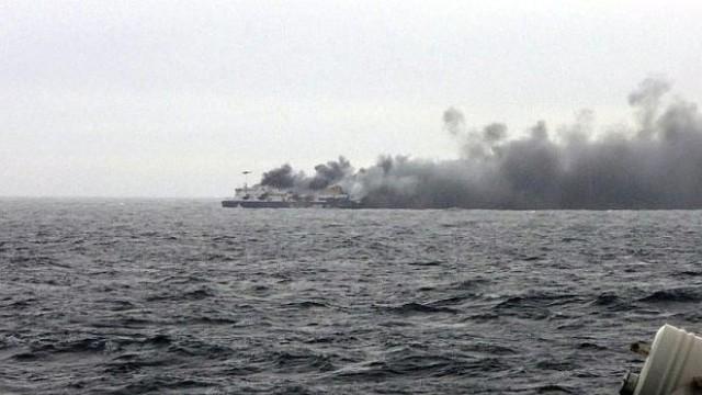 9 българи вероятно са на борда на горящия край Гърция ферибот
