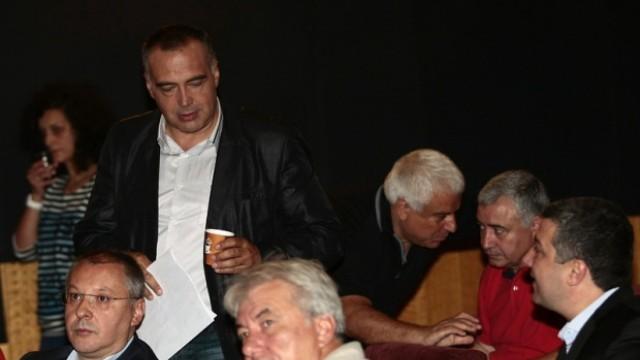 Тежки битки в БСП, изключиха Вигенин и Кутев от Изпълнителното бюро