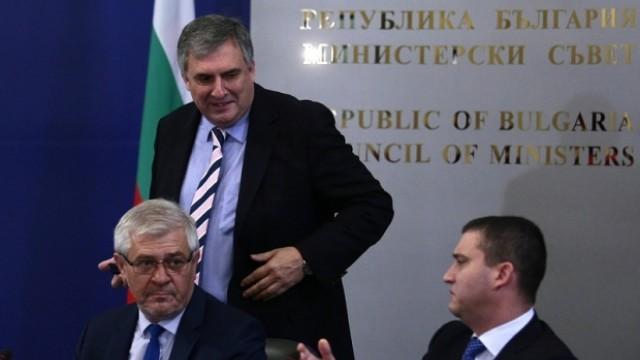 Бизнесът и синдикатите нападнаха Москов на тристранката