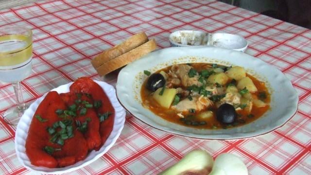 Заек със зеленчуци по селски