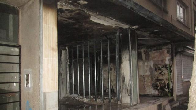 Пожар изпепели магазин в централната част на Плевен