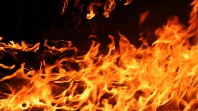 Пожар изпепелил близо 1000 бали със слама във Върбица