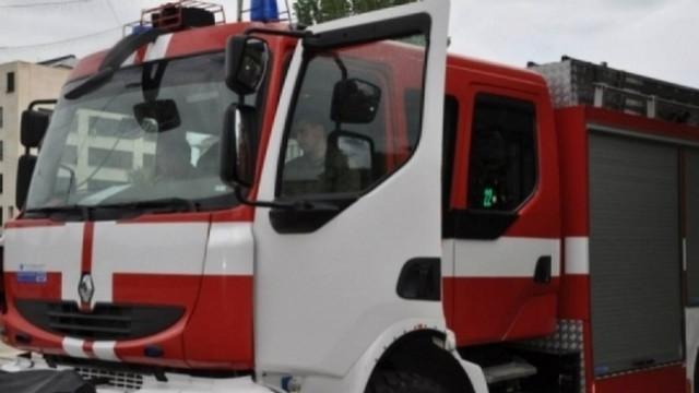Плевен: Огнеборци гасиха пожари и спасиха семейство, закъсало в преспите