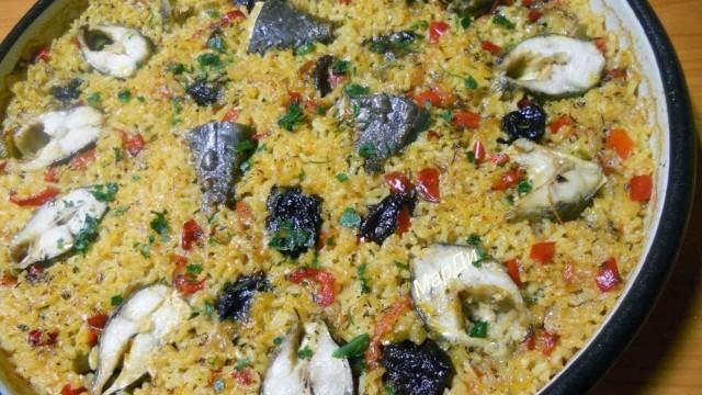 Риба с ориз и сушени сливи