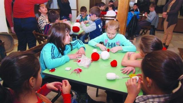 Плевен: Над 200 деца правиха мартеници в Историческия музей