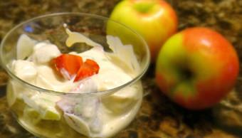 Млечен десерт с плодове