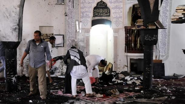 Стотици загинали и ранени при атентати на петъчните молитви в Сана