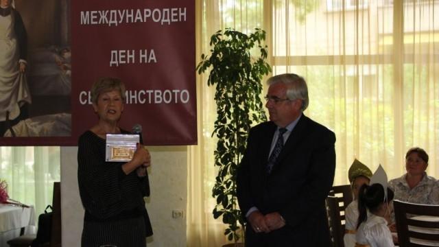 Кметът на Плевен поздрави здравни специалисти за Деня на сестринството