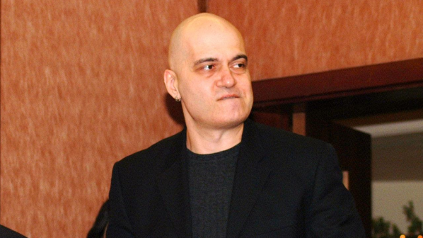 Слави Трифонов: ЦИК иска да извади 13 792 гласа, за да обяви референдума за незадължителен