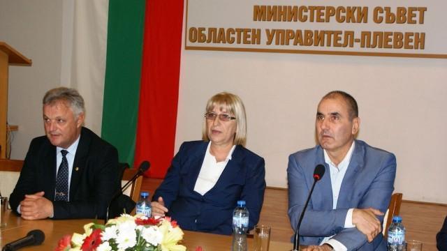 Цецка Цачева в Плевен: Ще работя за това образованието да е в основата на всички успехи на нацията ни