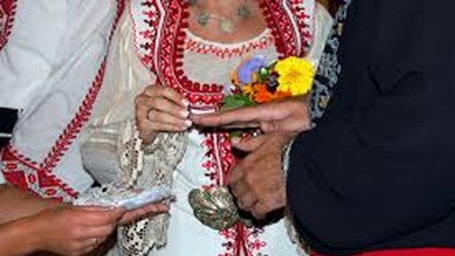 """На автентична българска сватба канят от """"Традиция"""""""