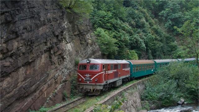 Няма да спират още влакове, ако се дадат 40 млн. лева на БДЖ