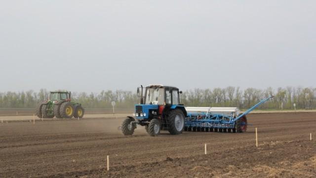 Хванаха тракторист без книжка край Славяново