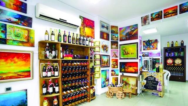 Русенци отвориха Арт-галерия винарна в Бургас