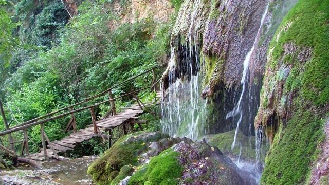 Крушунските водопади няма да посрещат туристи до пролетта