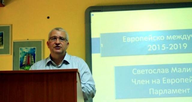 Евродепутатът Светослав Малинов бе гост на плевенско училище
