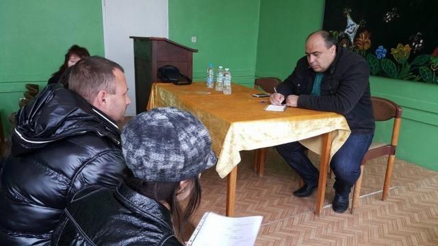 Родители от Милковица алармират за опасна сграда в двора на местното училище