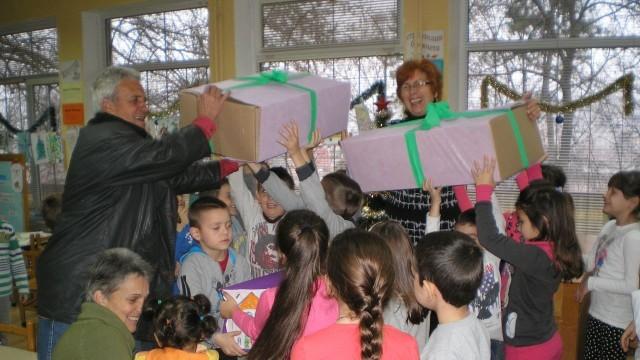 """Плевен: Деца от ОДЗ """"Снежанка"""" с Коледна кампания в помощ на деца"""