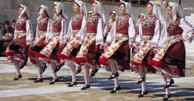 """Над 300 участници идват за """"Фолклорна плетеница"""" в Плевен"""