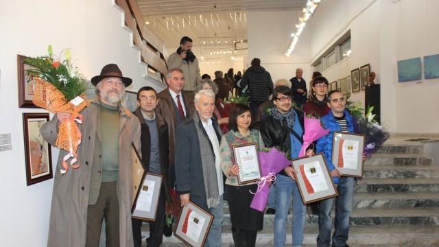 Плевен: Наградиха отличените участници в биеналето на малките форми