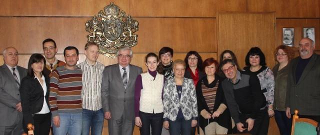 Чуждестранни партньори по социален проект на среща в Община Плевен