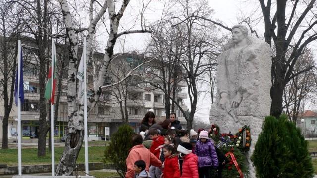 В град Левски се поклониха пред духа и делото на Апостола