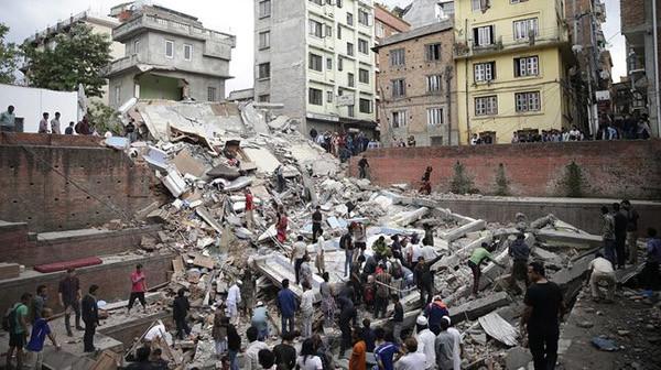 Над 3 700 са жертвите на труса в Непал