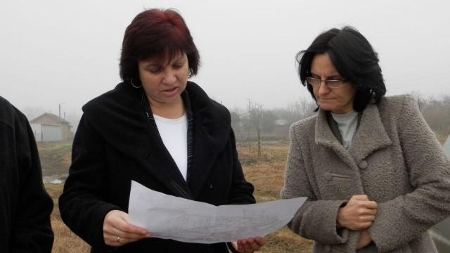 Плевен: Областният управител на спешна проверка в Обнова заради сигнал за залети земеделски площи
