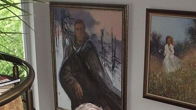 Ловеч: Художникът Цвятко Дочев подари портрет на Левски на троянската община