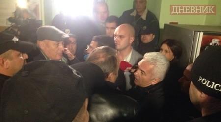 Сагата със Сидеров завърши в 4 тази сутрин в Пирогов /ВИДЕО/